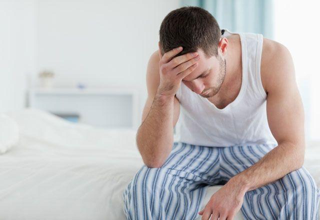 Daca un barbat si-a extirpat ambele testicule, mai poate avea viata sexuala? Urgent!