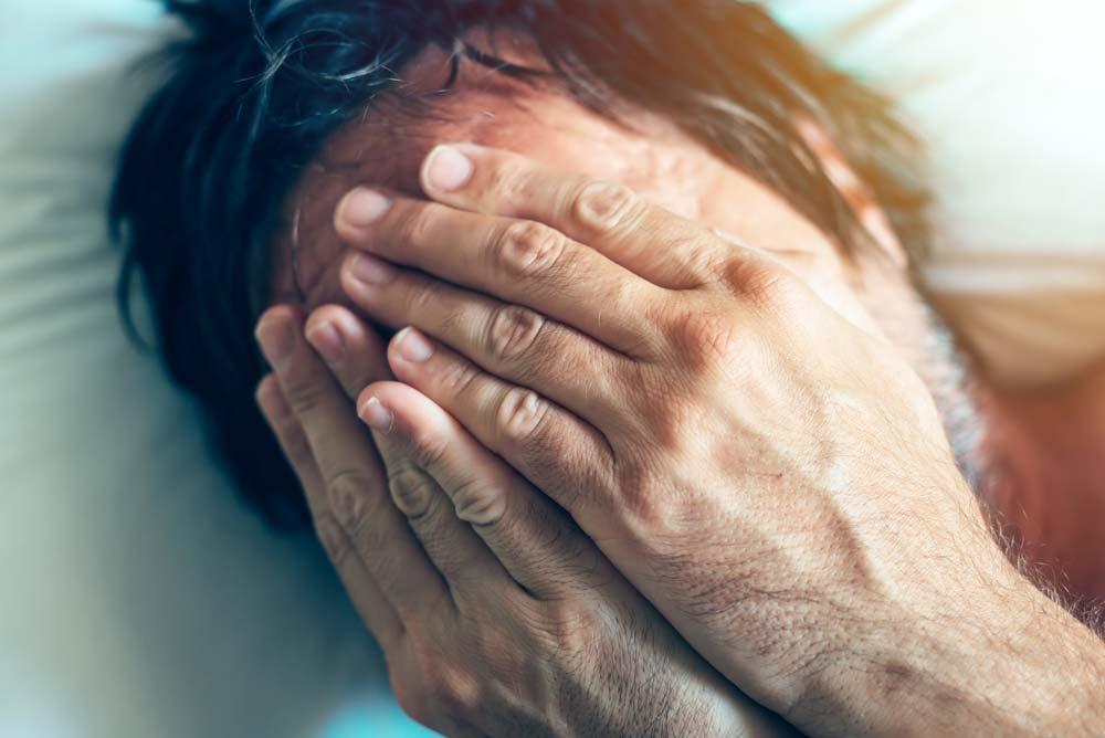 lipsa erecției la un tânăr întinzând penisul cu mâna