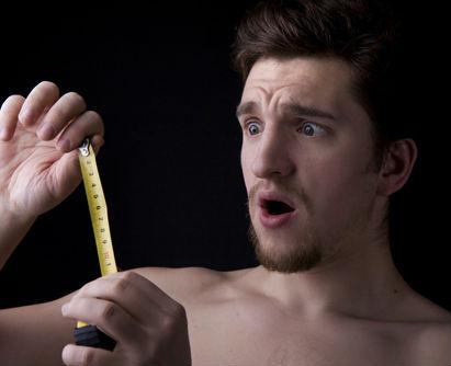 50% dintre barbati sufera de sindromul penisului prea mic