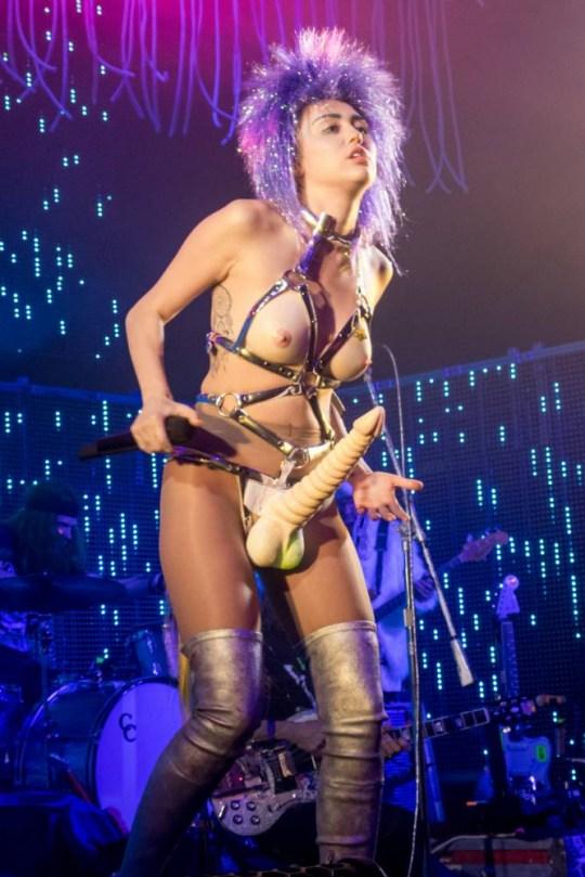 Miley cu penis