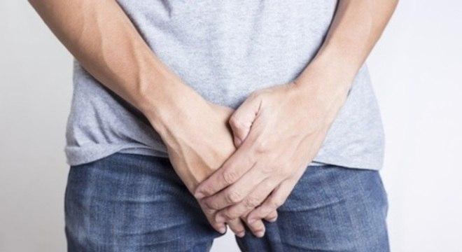 pe penis și testicule